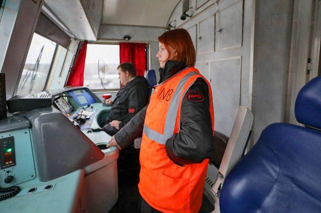 В должности помощника машиниста на ОЖД работают пять женщин.
