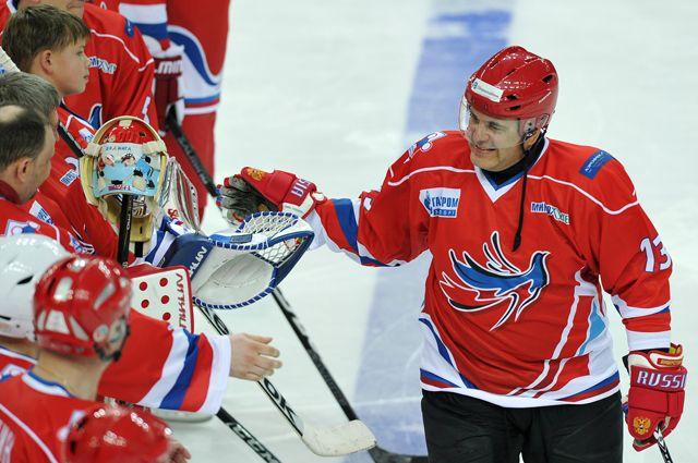 Михаил Мишустин любит хоккей и регулярно сам выходит на лёд.