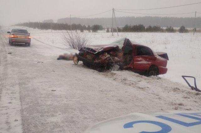 Водитель иномарки погиб в ДТП с грузовиком в Удмуртии
