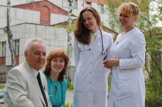 Семья Карташовых, Виктор Алексеевич - глава врачебной династии.