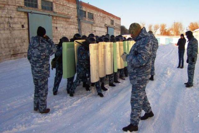 В двух колониях Новотроицка спецназ «пресек» бунт заключенных.