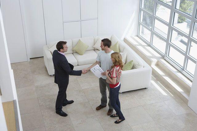 Риелтор под лупой. Как проверить частного маклера и агентство недвижимости?