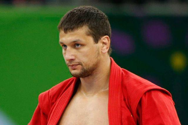 Брянский губернатор поздравил Артема Осипенко с завоеванием титула по самбо