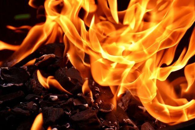 При пожаре в брянском поселке Старь пострадали 3 человека