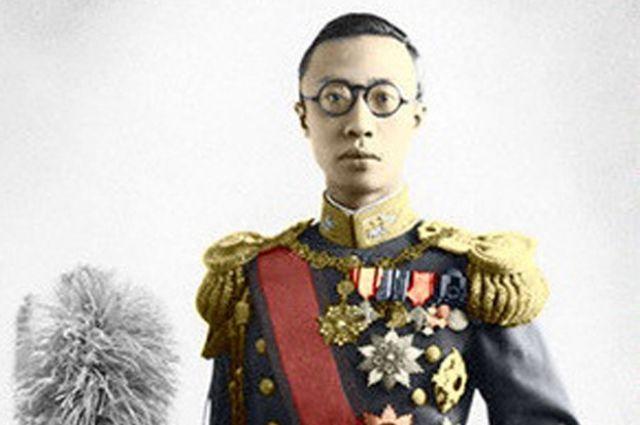 Последний император Китая Пу И был свергнут с трона и лишён всех титулов в возрасте 18 лет.
