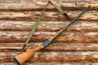 Весной находится на территории охотугодий с оружием нельзя.
