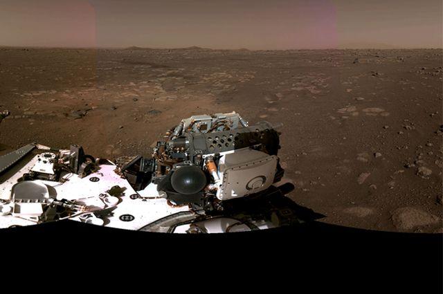 Фото панорамы Марса в районе посадки марсохода Perseverance.