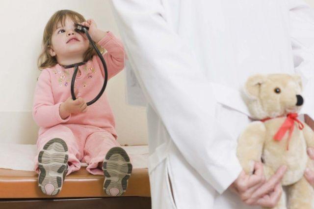 Врачи советуют брать в больницу игрушки для малышей.