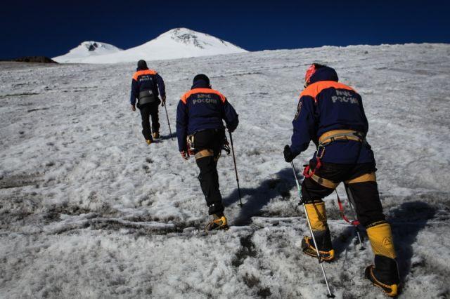 Спасатели ищут на Эльбрусе пропавшего сноубордиста