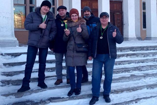 «Экипаж» вокальной группы Курганмашзавода «БМП» и художественный руководитель Ирина Малахова.