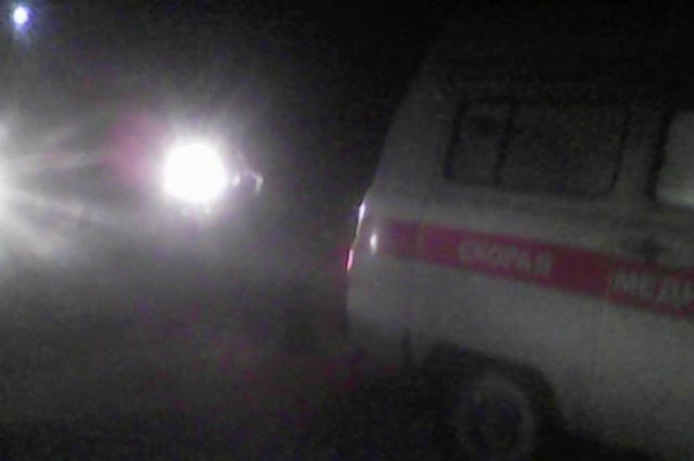 В кювет стащило автомобиль скорой помощи на дороге в Оренбуржье.