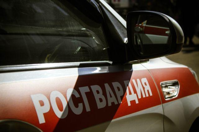 В итоге на перекрестке улиц Ревдинская и Соликамская одного из мужчин задержали.