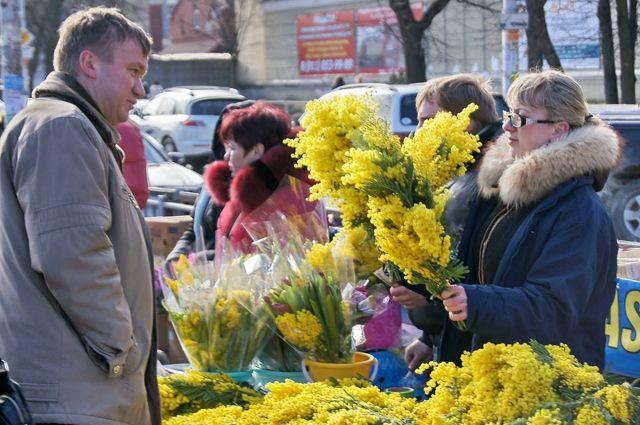 Продажи цветов в праздничные дни вырастают более чем в 10 раз.