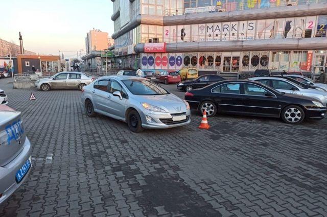 Возле торгового центр на Интернациональной машина сбила ребенка