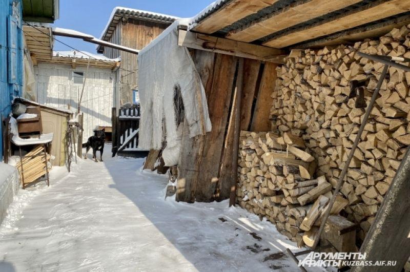 Минимальное из зол - налог на землю и постройки - в год на одного собственника выходит около 300 рублей.