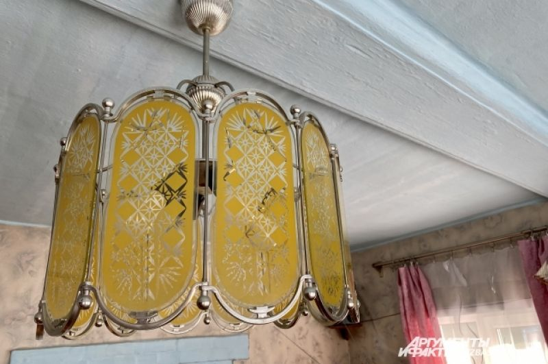 Не очень дорого обходится и коммуналка - 700-800 рублей в месяц за свет, воду и вывоз мусора.