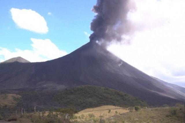 В Гватемале началось извержение вулкана Пакая.