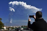 Вулкан Этна выбросил столб пепла высотой 12 километров