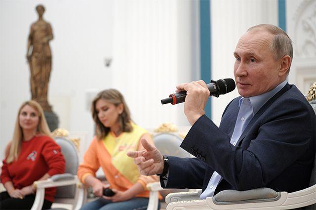 4 марта 2021 г. Президент РФ Владимир Путин проводит встречу с участниками общероссийской акции взаимопомощи «Мы вместе» в Кремле.