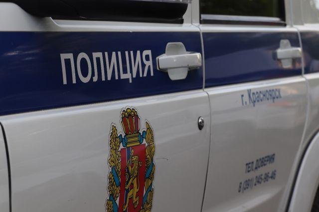 Подозреваемую в ложном минировании задержали полицейские.