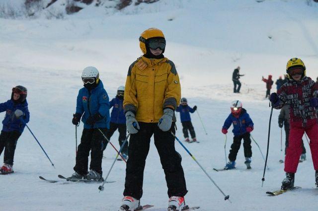 В соревнованиях приняли участие 150 горнолыжников из 20 регионов страны.