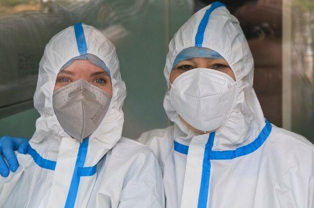 На лечении в инфекционных госпиталях с лабораторно подтвержденной коронавирусной инфекцией 1 417 человек.