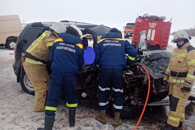 В Сакмарском районе в лобовом столкновении погибла пассажирка автомобиля «Шевроле Нива».