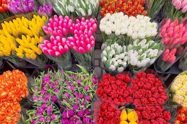 В рамках всероссийской акции «Дарите женщинам цветы» девушки получат букеты на улицах