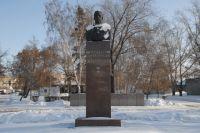 Памятник в Омске.