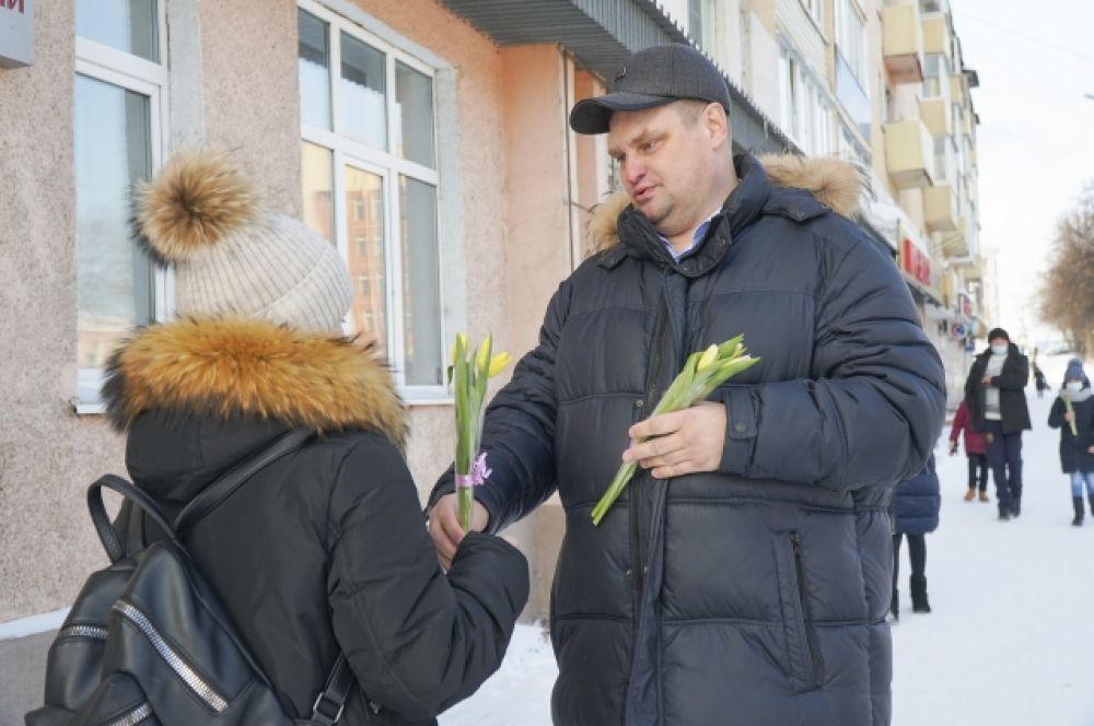 Александр Рыбалко, глава Анжеро-Судженска: «Безумно приятно видеть улыбки счастья на ваших лицах, дорогие женщины! Это – самые ценные подарки для нас, мужчин, ведь вы – это украшение нашего мира!»
