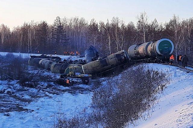 В Хабаровском крае сошли с рельс 18 цистерн с нефтепродуктами |  ПРОИСШЕСТВИЯ | АиФ Хабаровск