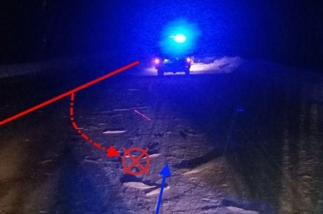 Иномарка наехала на брёвна, пострадали водитель и пассажир.