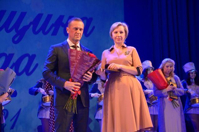 Бухгалтер ПО «Стрела» Наталья Варфоломеева стала лауреатом конкурса «Женщина года» в номинации «Тепло материнского сердца».