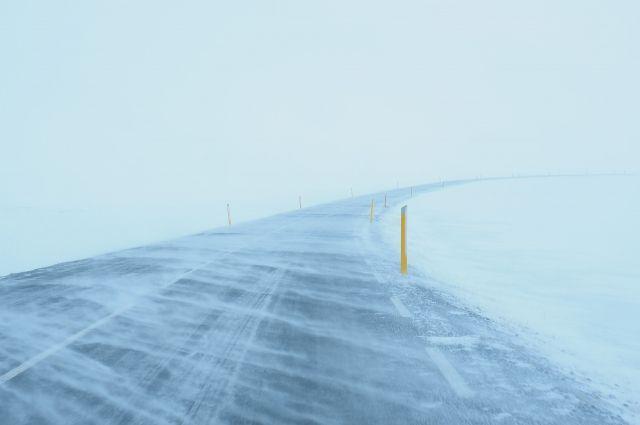 В Оренбуржье из-за метели и тумана 8 марта перекрытли семь участков дорог.