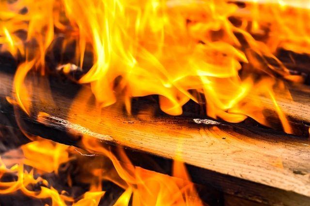 В доме горели постельные принадлежности.