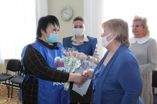 Праздничные концерты, цветы и добрые слова: поздравления от «Единой России» женщинам Оренбуржья.