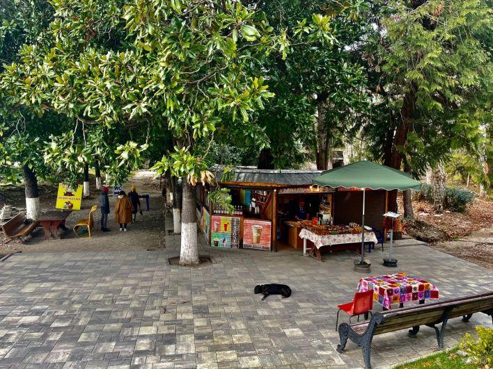 Набережная Гагра, восточные сладости продают прямо на улице.