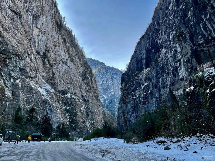 Каменный мешок в горах Абхазии.