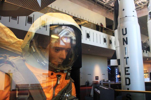 В 1993 г. «Иван Ивановича» продали на аукционе «Сотбис». Сейчас манекен стал экспонатом  Национального музея авиации икосмонавтики (США).