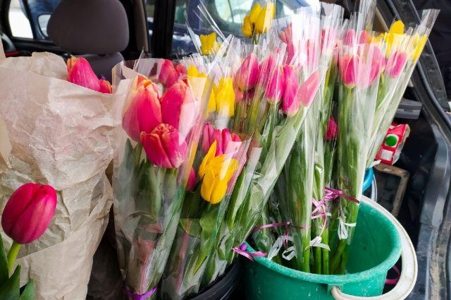 Цветы к празднику, согласно статистике, женщинам начали дарить уже с 6 марта.