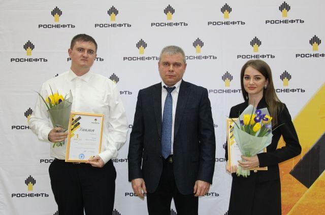 Генеральный директор Игорь Тавлуй с победителями.