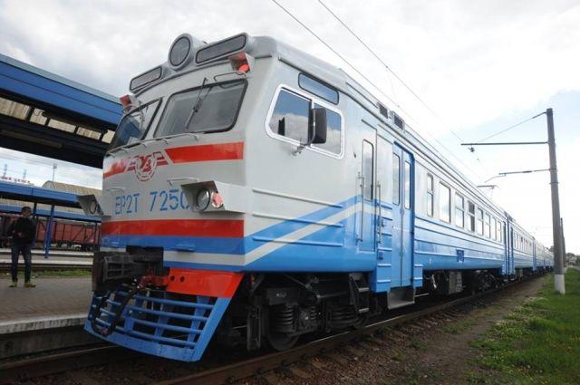Укрзализныця приостановила движение поездов в «красных» зонах