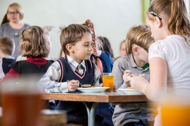 С 1 сентября 2020 года бесплатно завтракают и обедают ученики 1-4 классов.