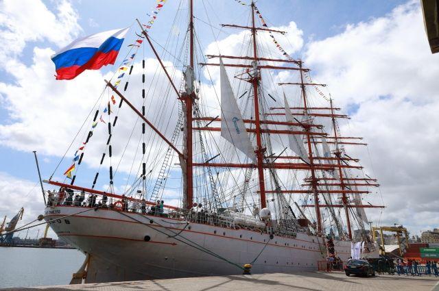 Два российских учебных парусника сменят место постоянной стоянки