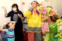В гости к детям пришли скоморохи