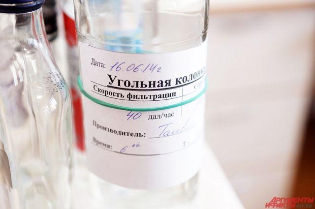 Мужчина заявил, что не употреблял спиртное, а обрабатывал им горло после контакта с больным коронавирусом.