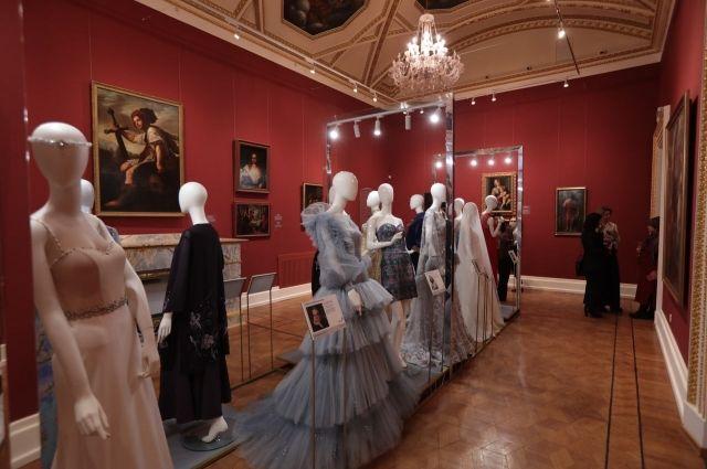 Выставка «Платье с историей»