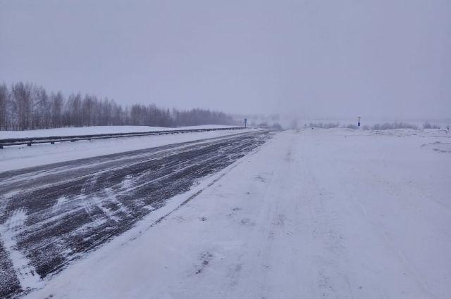 Участок трассы в районе Сары в Оренбуржье будет перекрыт до 15 часов дня 12 марта.