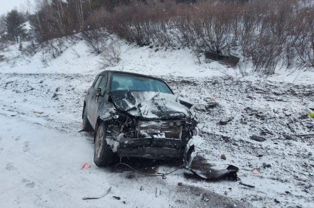 Авария произошла в условиях снегопада.