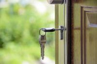 Сироты состоят на жилищном учете с 2016 года.